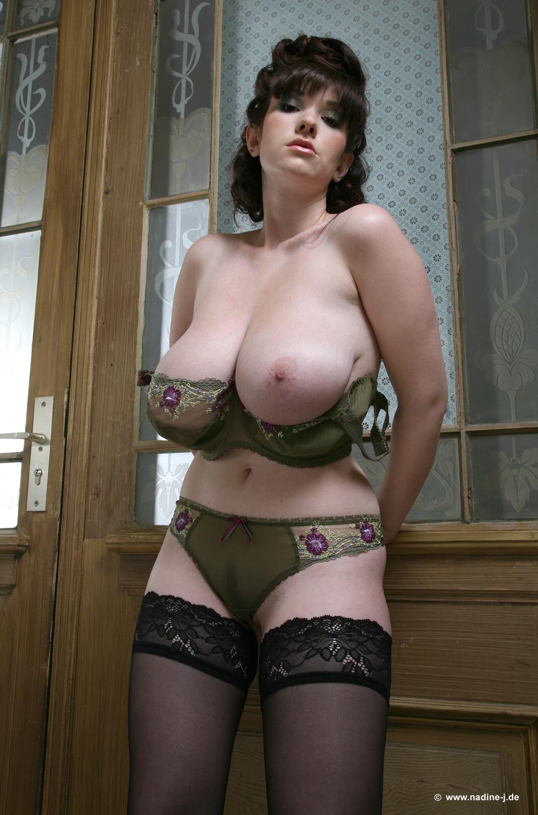 Большие сиськи в одежде фото @ 18-porno.ru