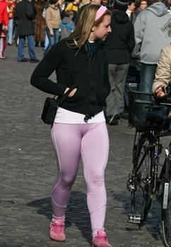 Cameltoe chica de pantalon blanco2 - 1 9